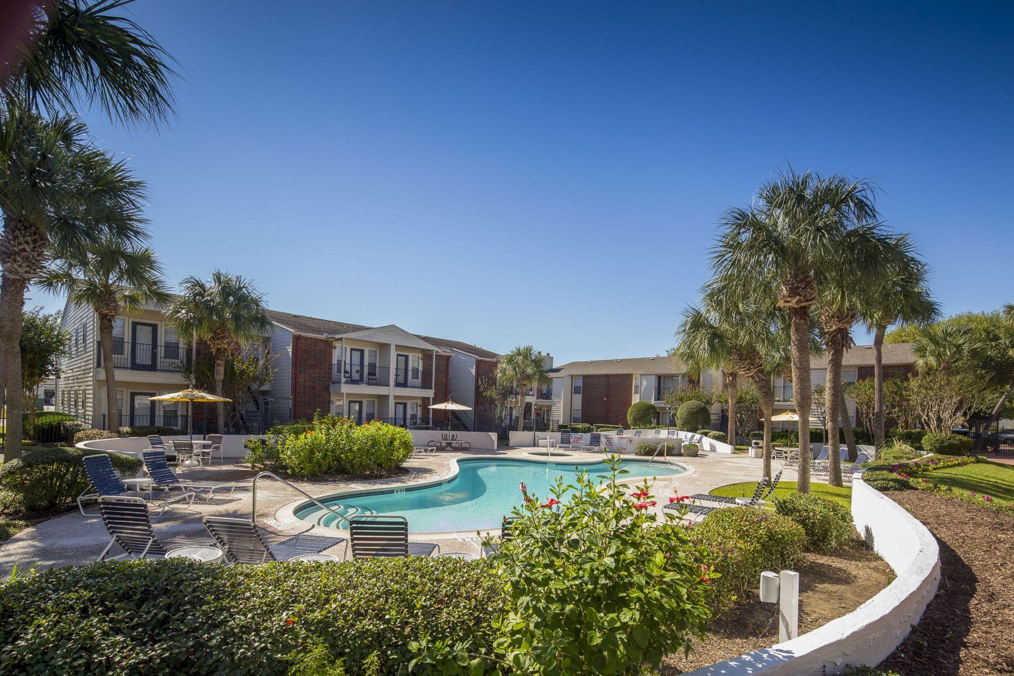 Exterior swimming pool at Stone Ridge apartments